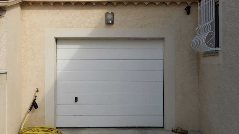 Porte de garage installation porte de garage avignon for Porte garage hormann